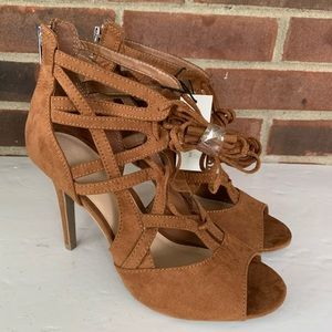 NWT New York & Company tan heeled sandals